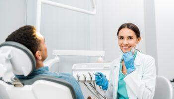 O que considerar na hora de contratar um dentista?