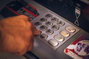 Veja os horários para saque nos caixas eletrônicos da Caixa Econômica